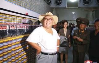金正恩携夫人视察海鲜酱工厂 称赞:真令人眼馋